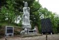 06菩薩像と遭難者名の入った碑