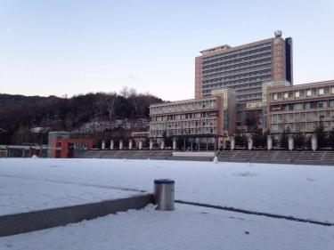 銀世界の国民大学。