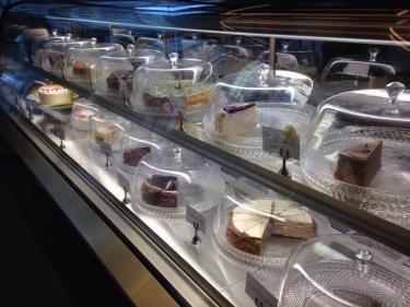 ショートケーキもありましたが…メインはクレープケーキ!!