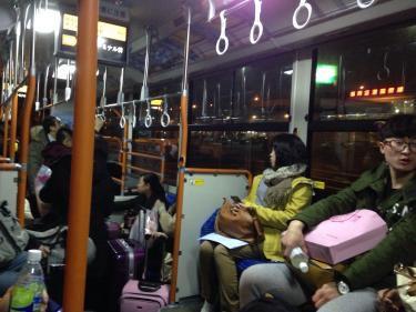 福岡国際空港から国内線ターミナルには連絡バスで移動します。