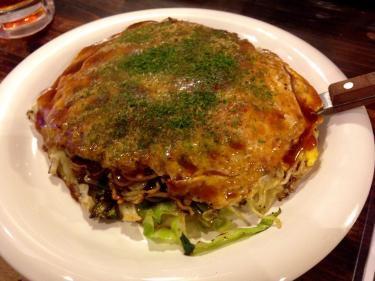 福岡で食べる広島焼き。