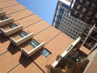 建国大学の寄宿舎へ…。