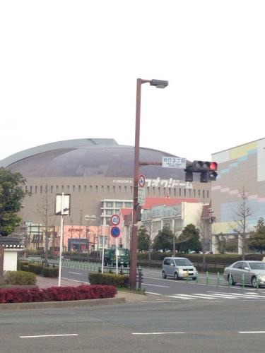 福岡の在大韓民国領事館近くにはヤフードームが^^