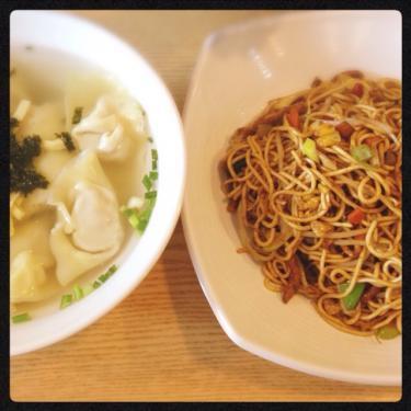 ワンタンとピリ辛たまご麺(?)の中華^^