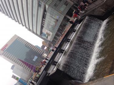ソウルの観光スポットでもある清渓川。ソルラル連休で今日はいつもよりひっそりしています。