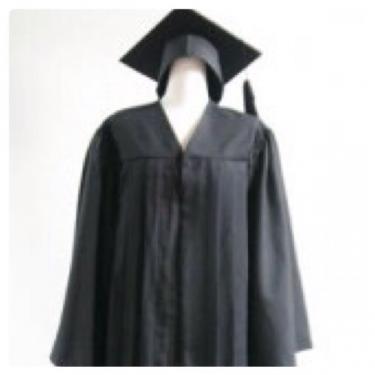 卒業ガウンをまとった姿の学生さんの姿をみると外国だという感じが…笑