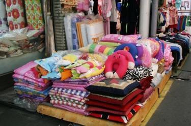 あなたの滞在する街の近くには布団屋さんはありますか?