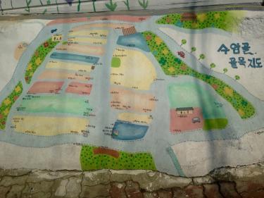 壁画村の地図もアート^^