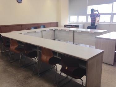 特別に実際授業が行われている教室の中へ入れて頂きました