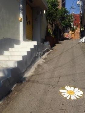 私が住む동네(トンネ=町内)も坂だらけ(笑)壁画アートがあるとは知らなかった笑