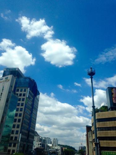 梅雨シーズン到来ですが…見事な夏の空!