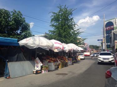 プヨの市外ターミナルに到着。近くには果物の販売所も^^