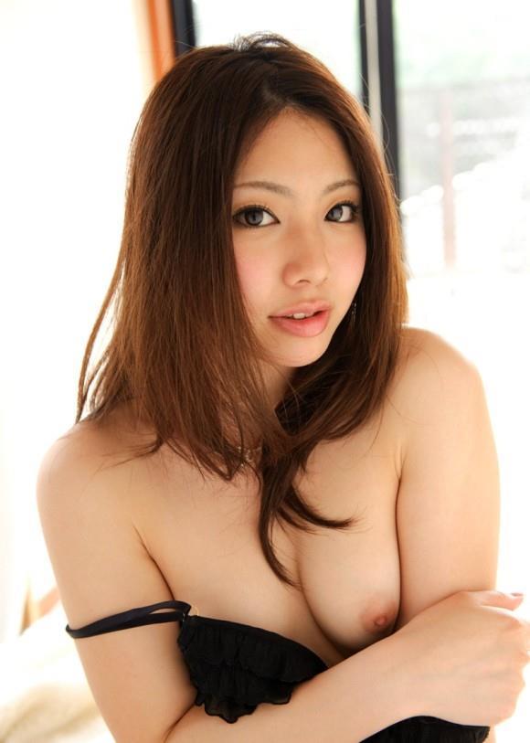美乳ヌード画像24