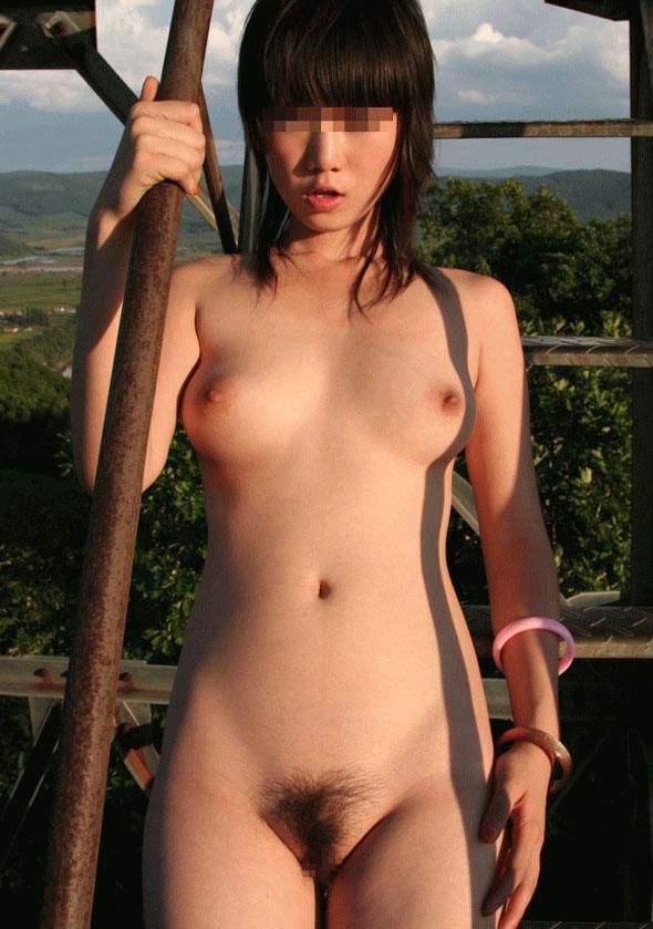 美乳ヌード画像38