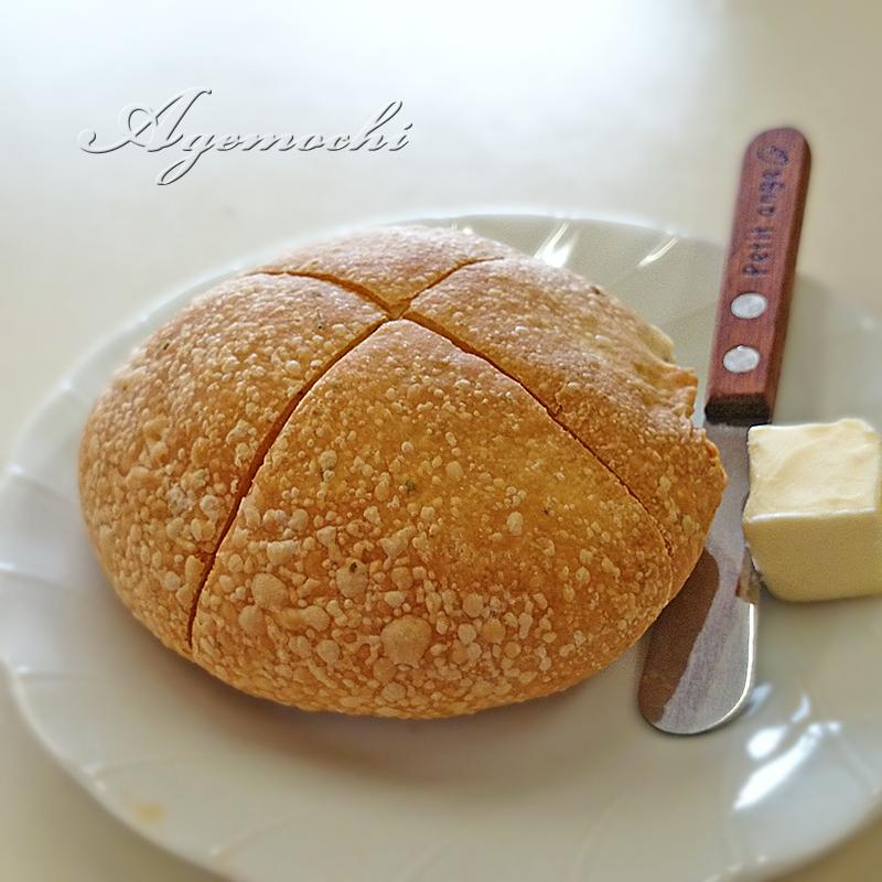 セットの自家製パン
