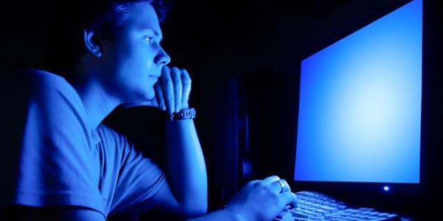 パソコンから出るブルーライト