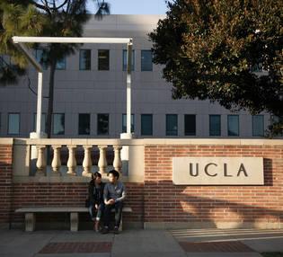 UCLA カリフォルニア大学ロサンゼルス校 正門