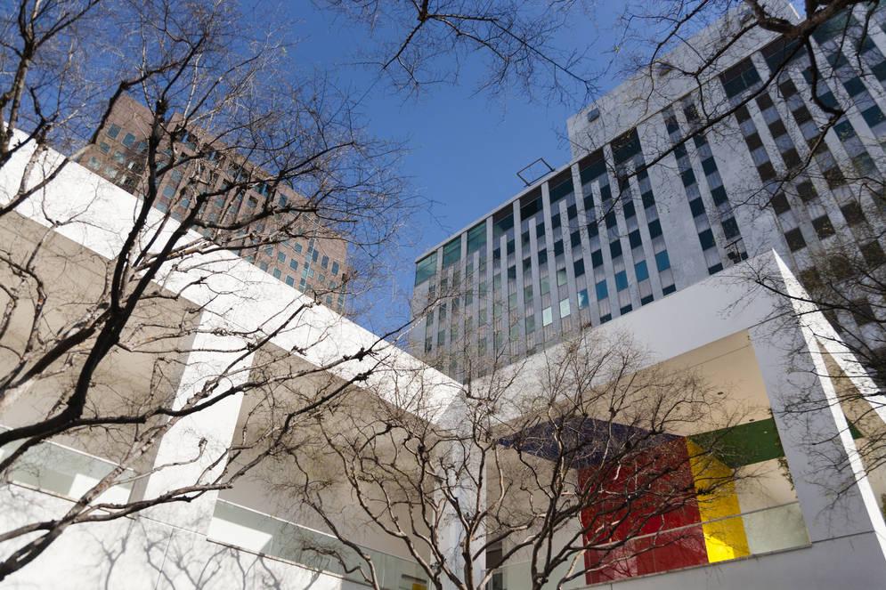 ウィルシャー通りとウェストウッド通りの角にあるハマー美術館はUCLA界隈の至宝。米ソデタントの影の立役者である石油王アーマンド・ハマーのコレクションは見応え充分だ