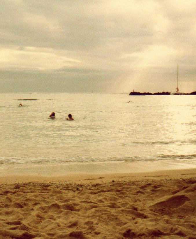 ハワイ・2日目⑪ワイキキで泳ぐ