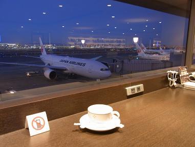 羽田空港さくら夜明け前2701
