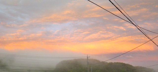 東に霧の夕焼け