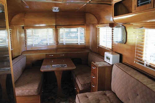 full_Retro_Caravans_-_1952_Muir_interior_800.jpg