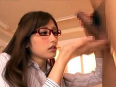生徒の早漏チンポを一方的にフェラチオ抜きするメガネでド痴女な女教師