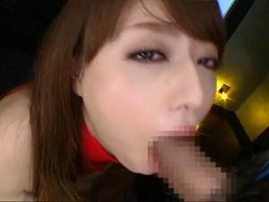 【吉沢明歩】喉奥を犯されたいM女が涙目で嗚咽しながらデカチンをイラマチオ