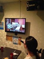 成田さん歌う2