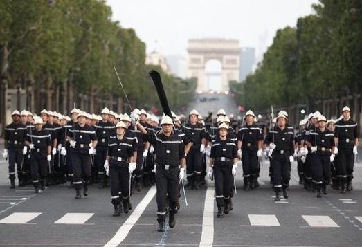 362446_repetition-des-pompiers-le-10-juillet-2012-sur-les-champs-elysees-a-paris.jpg