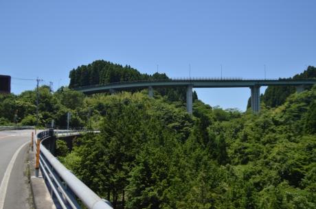 8県境のループ橋