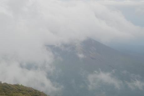 14新燃岳は雲に隠れて