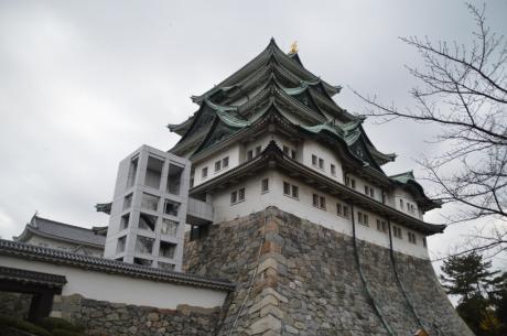 17高い石垣の天守