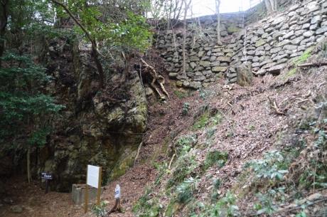 8井戸と石垣