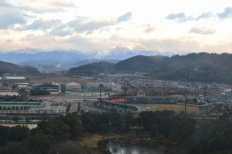 15彦根から伊吹山を望む