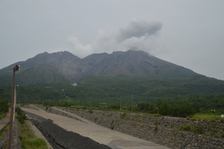9土石流の川と噴火