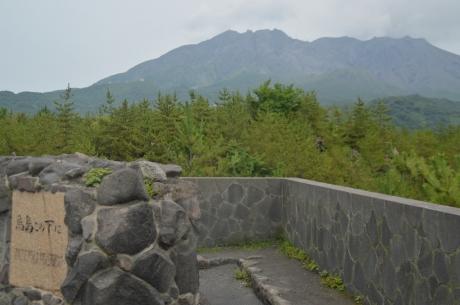 11噴火の溶岩で埋まった島