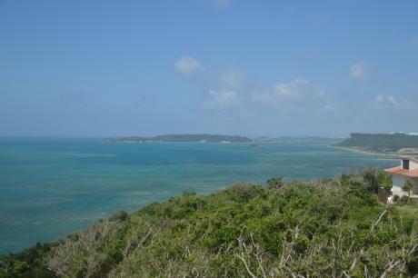 5古宇利島を望む