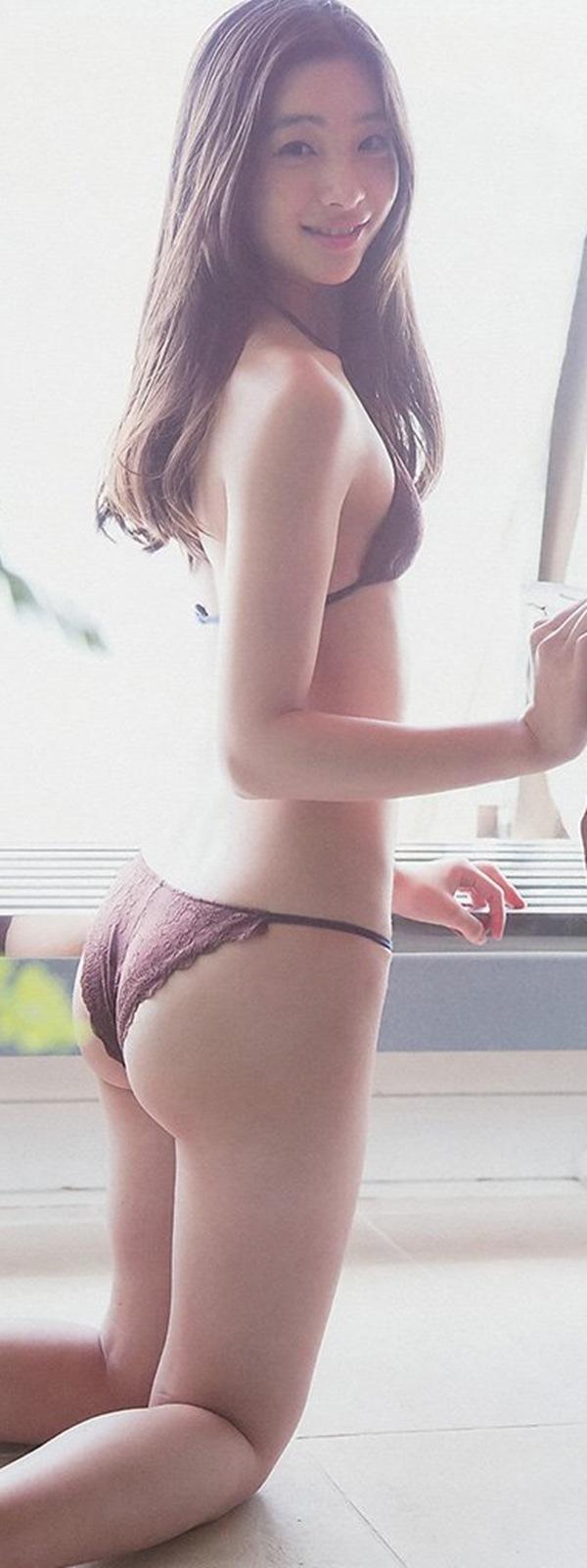 【足立梨花】
