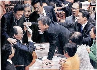 13.12.6朝日・法案緊迫