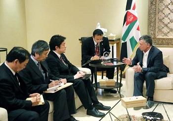 ヨルダン国王と対談する中山外務副大臣