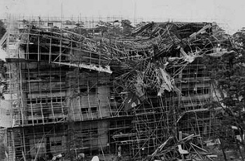 九大電算センターに墜落したF4ファントム偵察機
