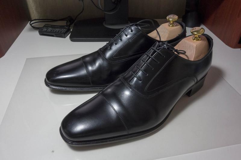 週末は靴磨きを