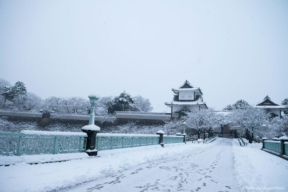 2014.12.06雪の金沢城公園1