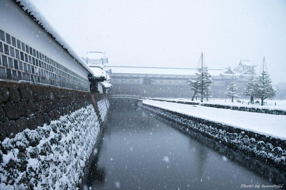 2014.12.06雪の金沢城公園3