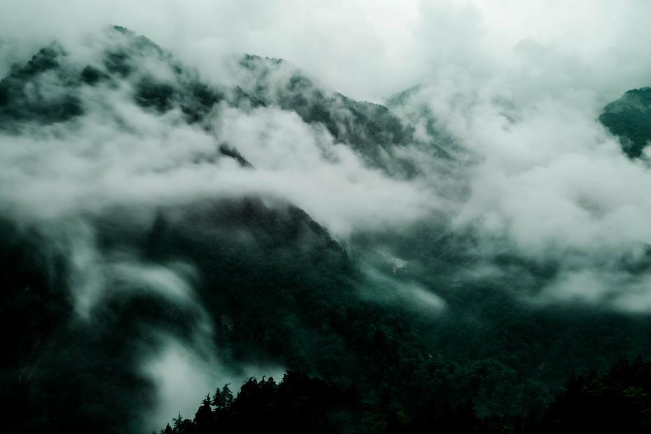 2015.06.17白山白川郷ホワイトロードに雲が湧く1
