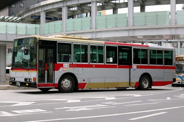 横浜200か1790 NI673