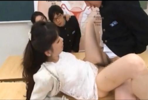【母子相姦】集団的中出し性教育!