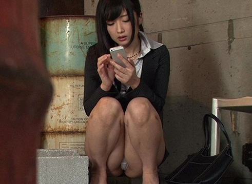 いつの時代も男は女のパンツ丸見えを見てボッキし、女は男の行為にムラムラを覚えるのである。
