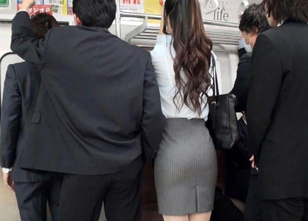 痴○されたい女部長の妄想着衣痴○ 月~金まで毎日射精される部長のスカート
